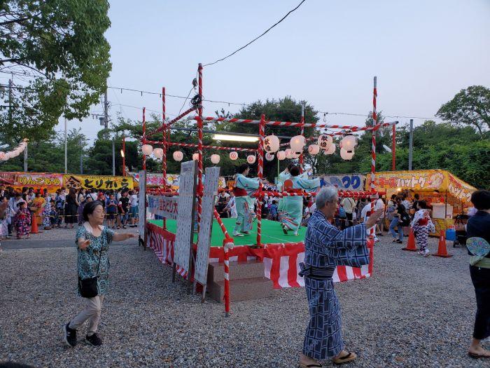 生玉稲荷の盆踊りです。