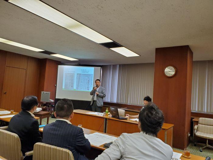 元農水大臣で弁護士の山田正彦を招いて 種子条例の勉強会です。