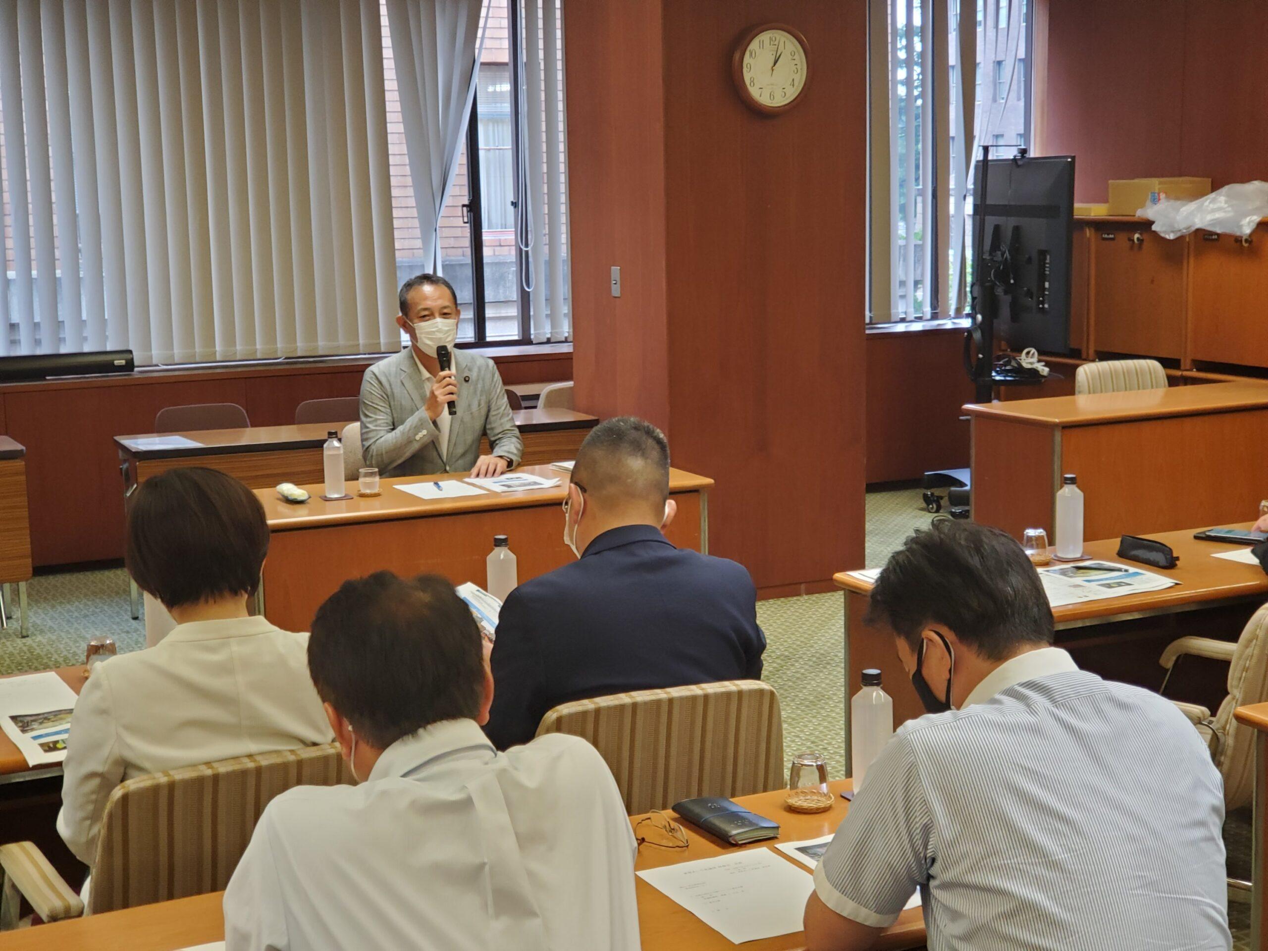 参議院議員の斎藤嘉隆さんが講演に来てくれました。