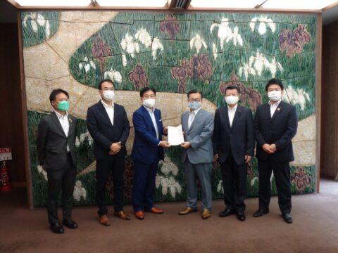 大村知事にワクチン接種を選択しない方々が不当な取扱いを受ける事が無いように要望しました。
